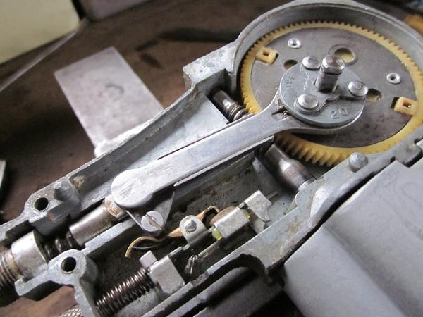 the last picture shows the retaining mechanism for the crank pin  fitting  over the 3 rivet heads is a kind of swash plate with a double-d piercing,